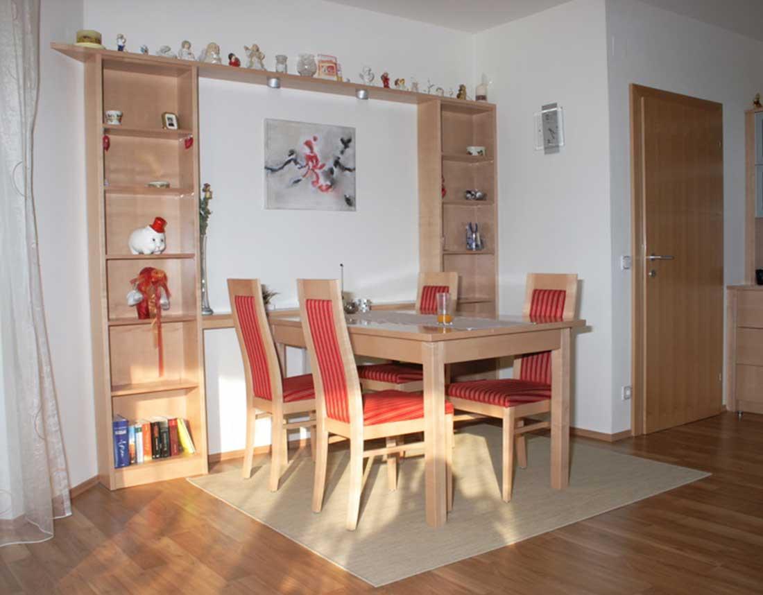 Wohnraum mit Esstischgruppe